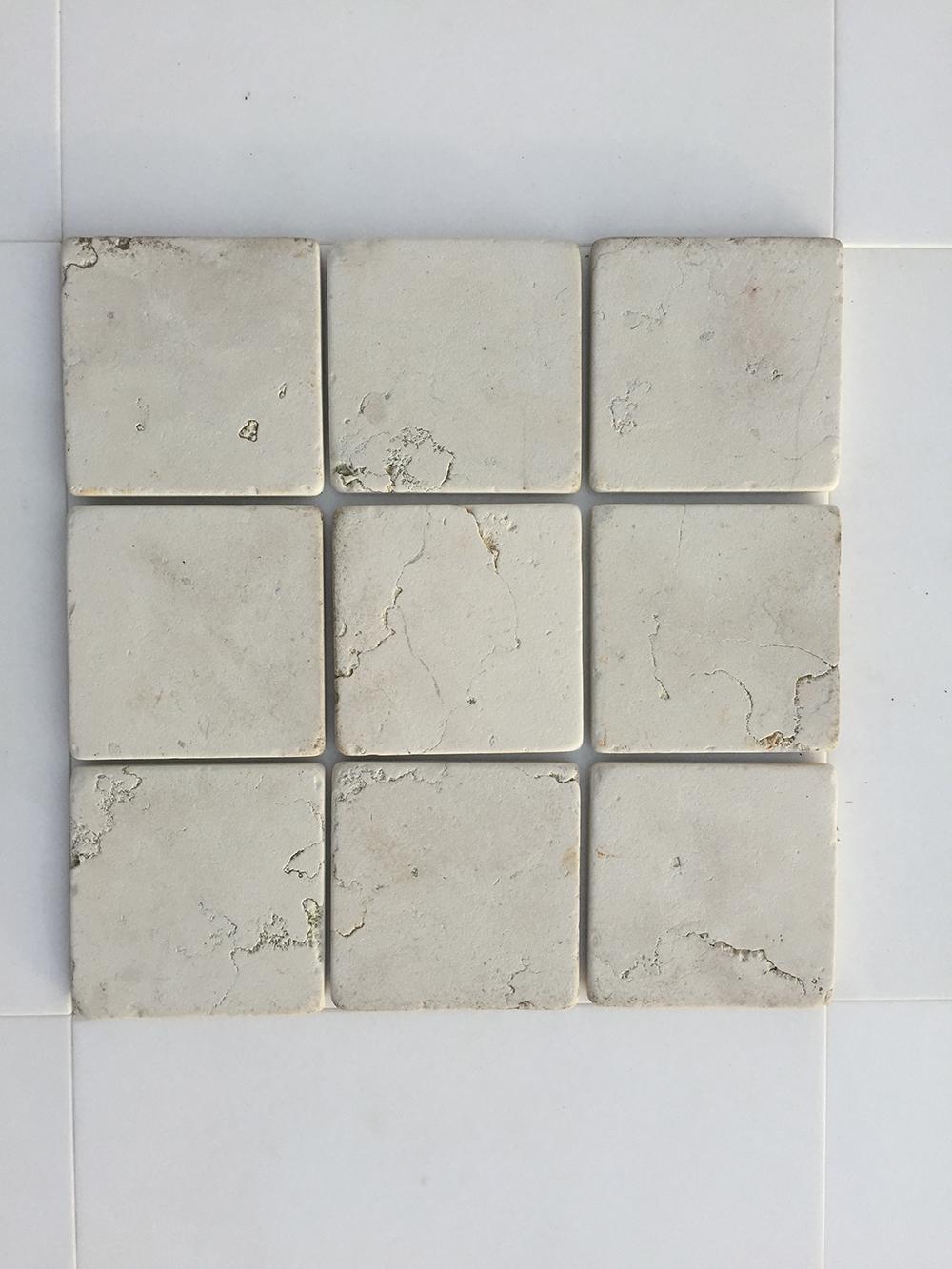Bianco Perlino Antikolt Mészkő Nagy mennyiségben elérhető  10x10x1 cm Azonnal Elérhető