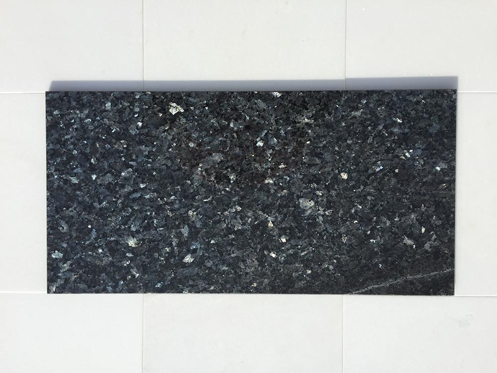Blue Pearl Tükörfényű gránit Nagy mennyiségben elérhető  61×30,5×1 cm  30,5×30,5×1 cm  60x40x1 cm Azonnal Elérhető