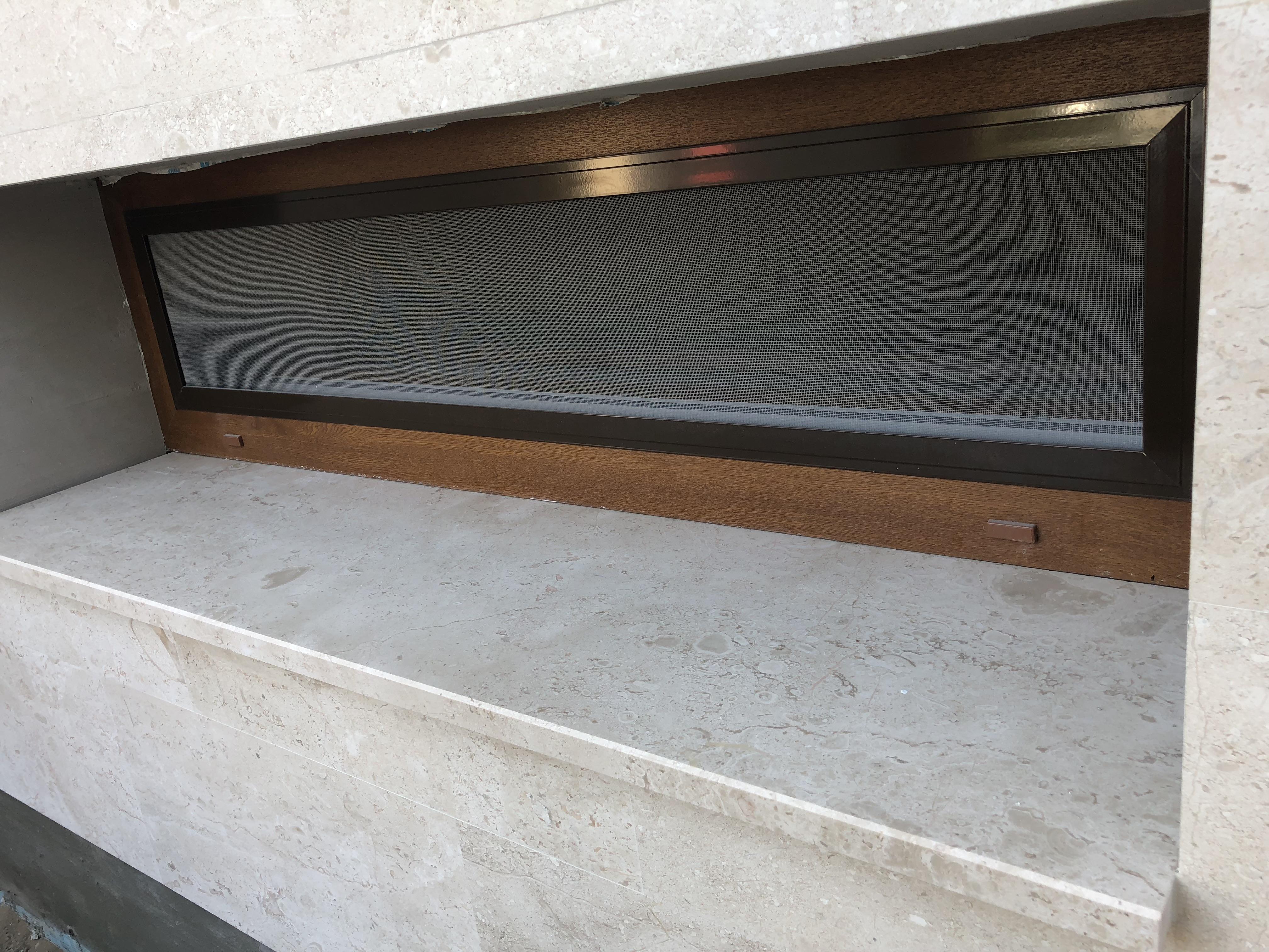Breccia Sarda Mészkő ablakpárkány x3cm vastagság, fényes felülettel, teljes megmunkálással, vízorral ellátva