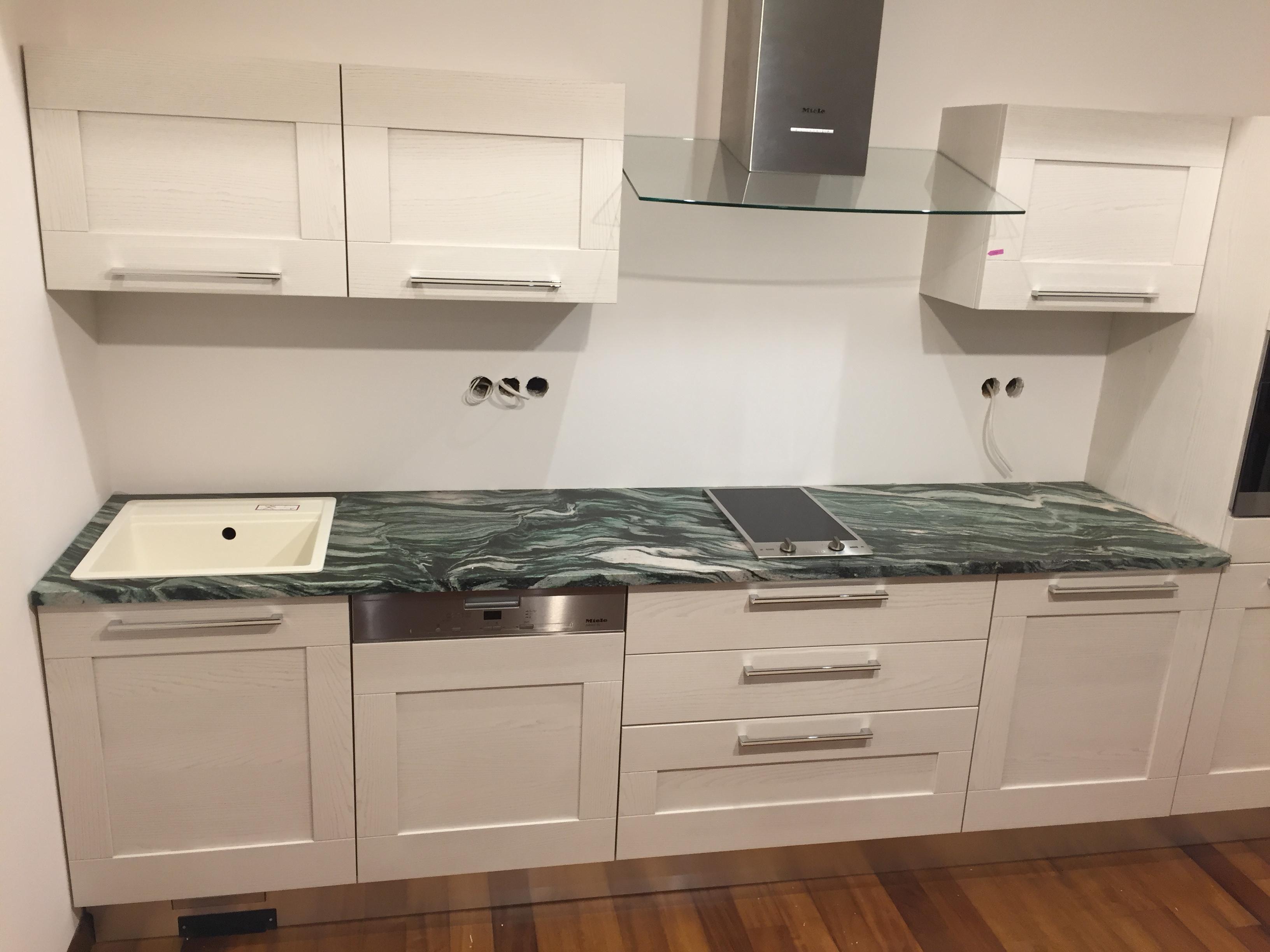 Verde Lapponia Gránit konyhapult x3cm fényes felülettel.