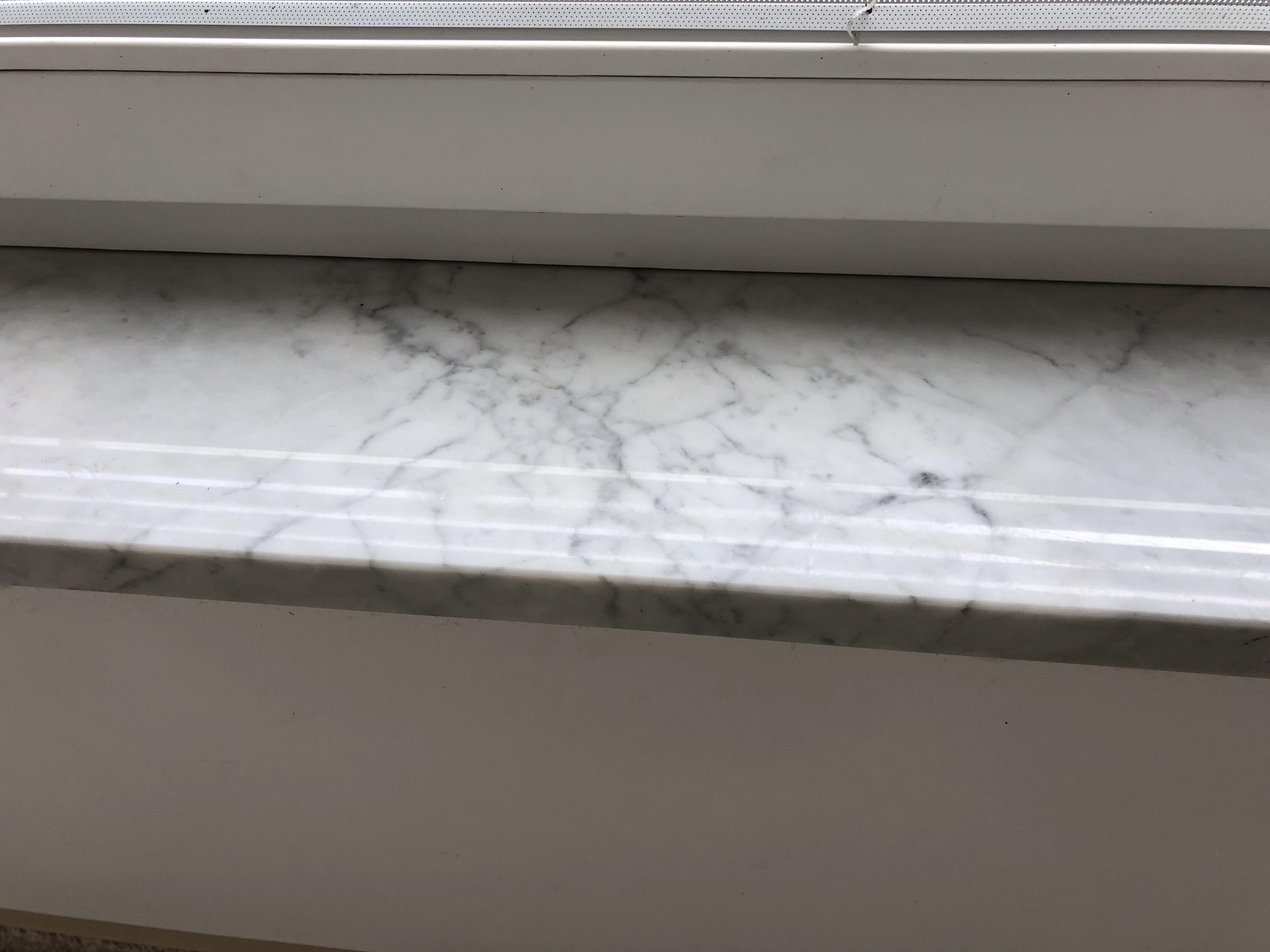 Carrarai márvány párkány x3cm vastagság, fényes felülettel, teljes megmunkálással!