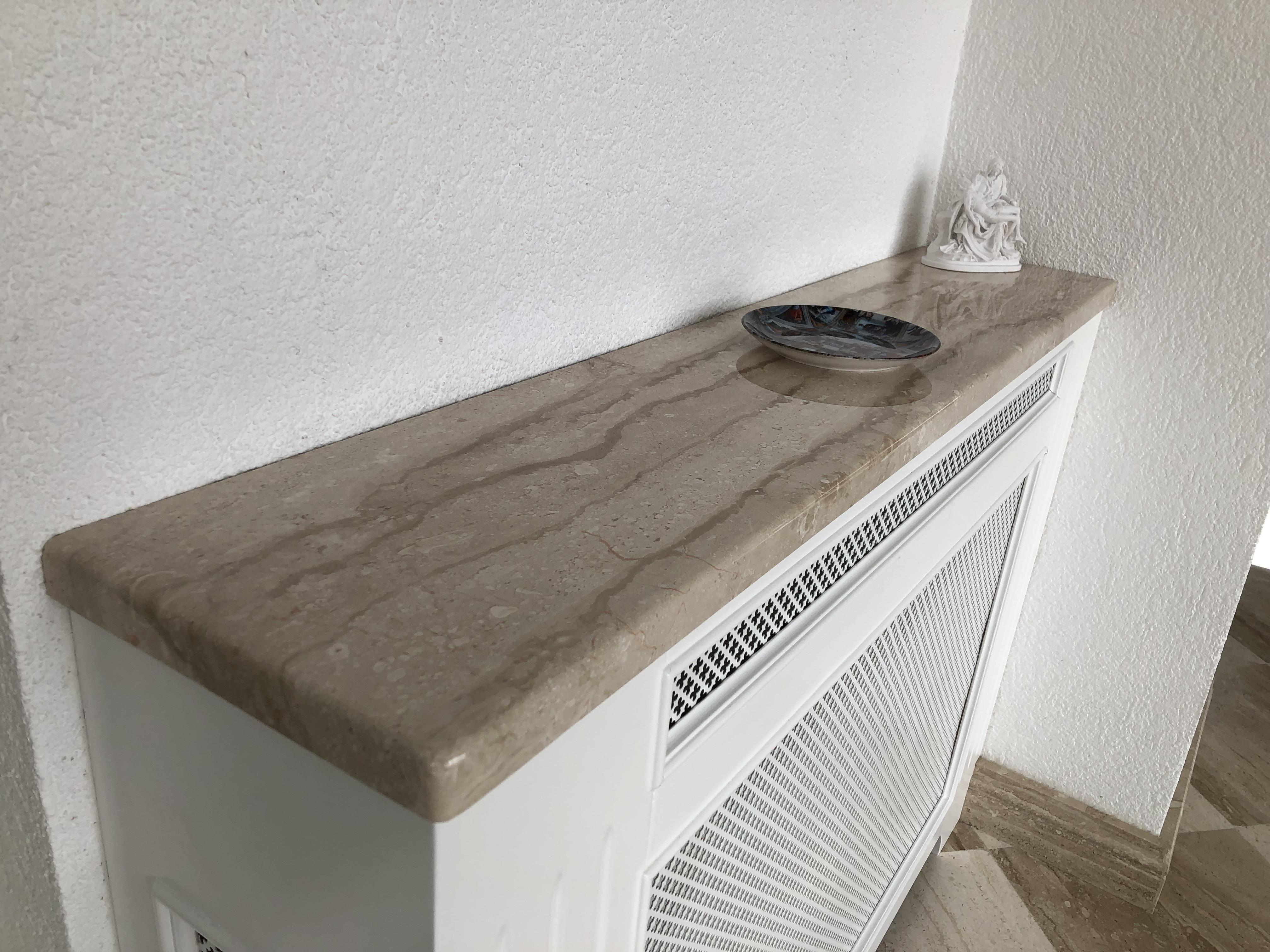 Breccia Sarda ( sötétebb fajta ) x3cm radiátor takaró, kerekített élmegmunkálással, tükörfényes felülettel!