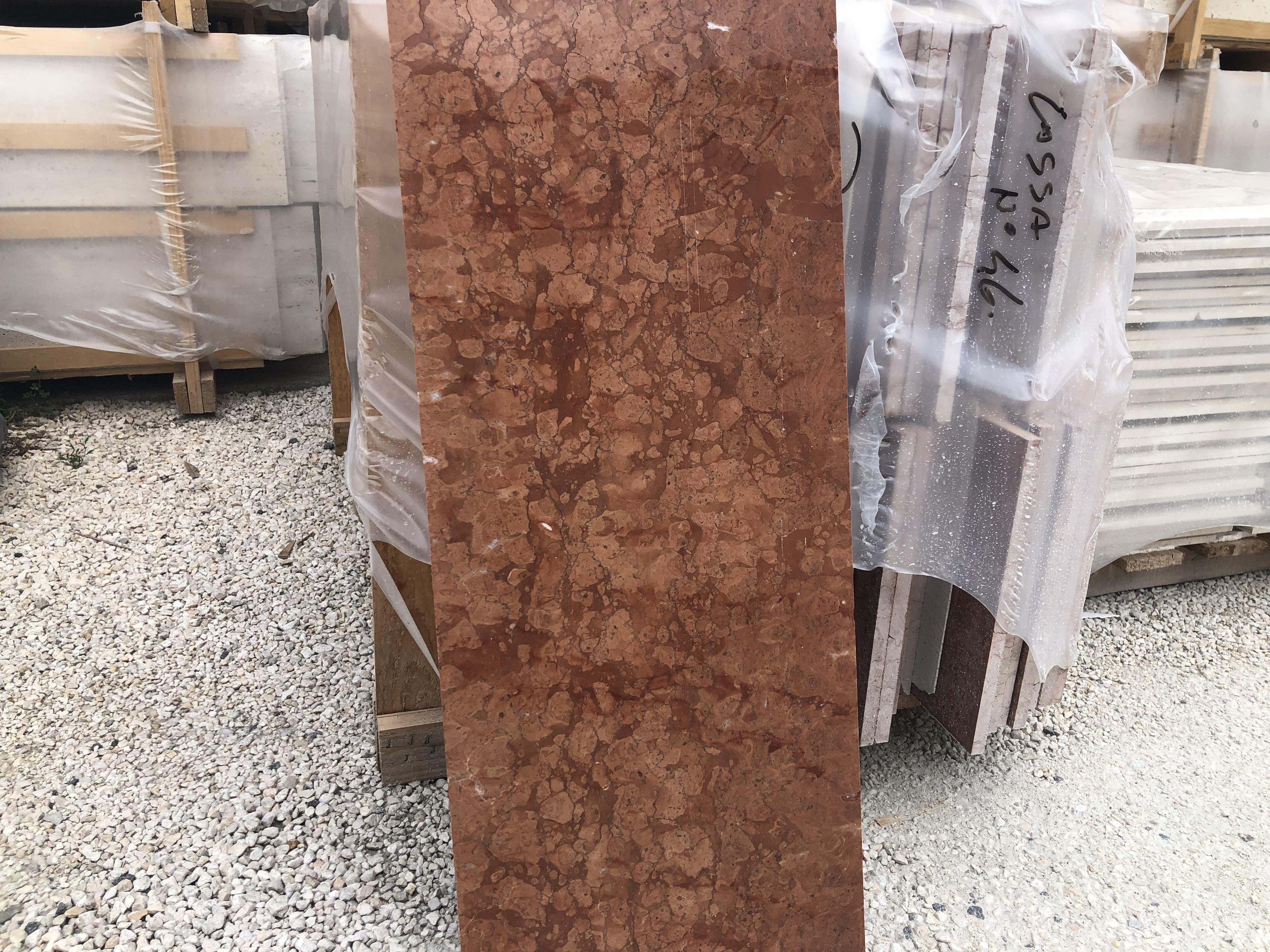 Rosso Assiago / 30 x változó hosszúság x 1,5cm vastgaság (hossz egészen 80cm-ig) / fényes felület / Azonnal Elérhető