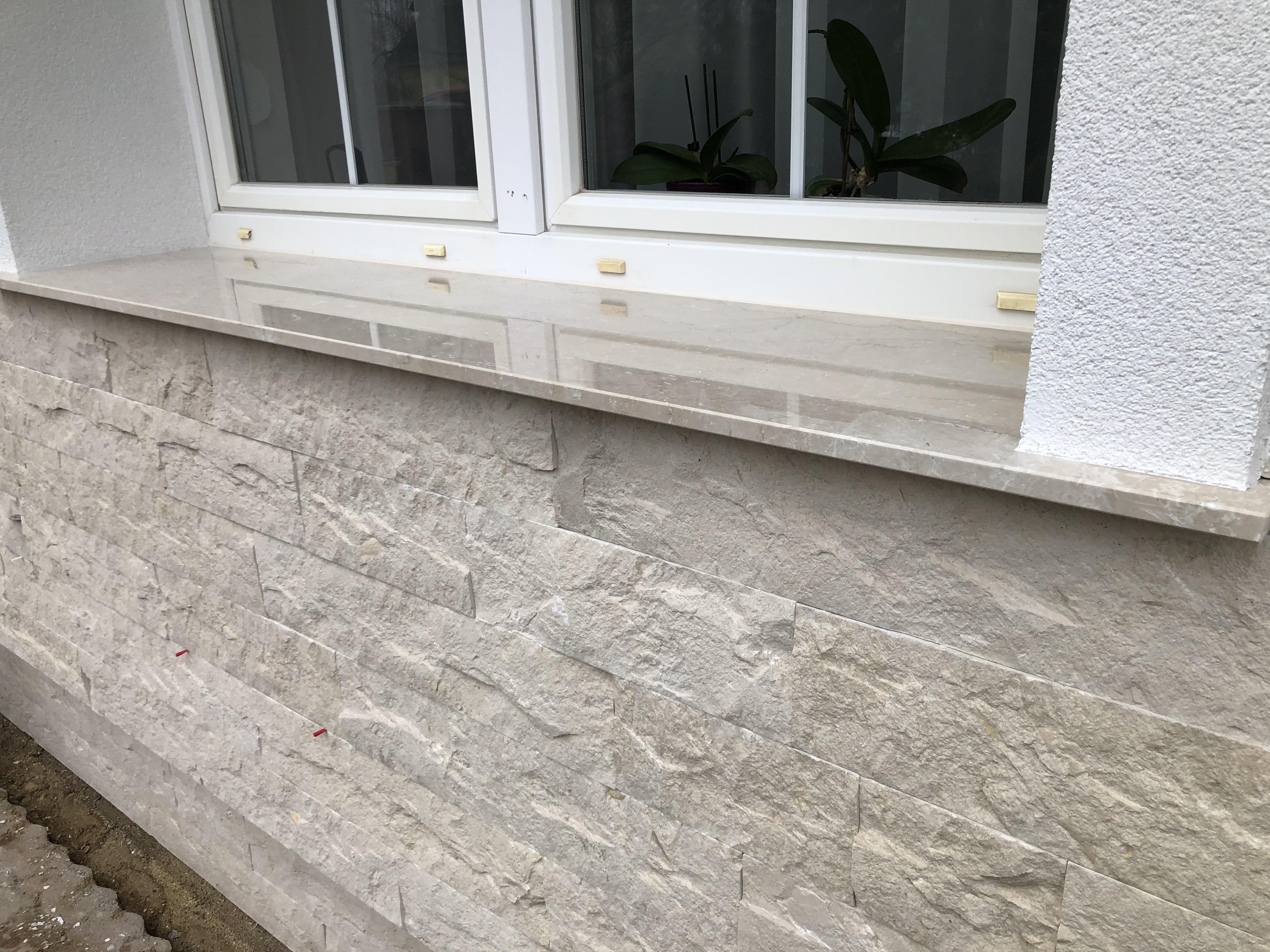 Botticino márvány ablakpárkány 2 cm vastagságban, felületkezeléssel! A homlokzatburkolat is nagy tételben megtalálható cégünknél!