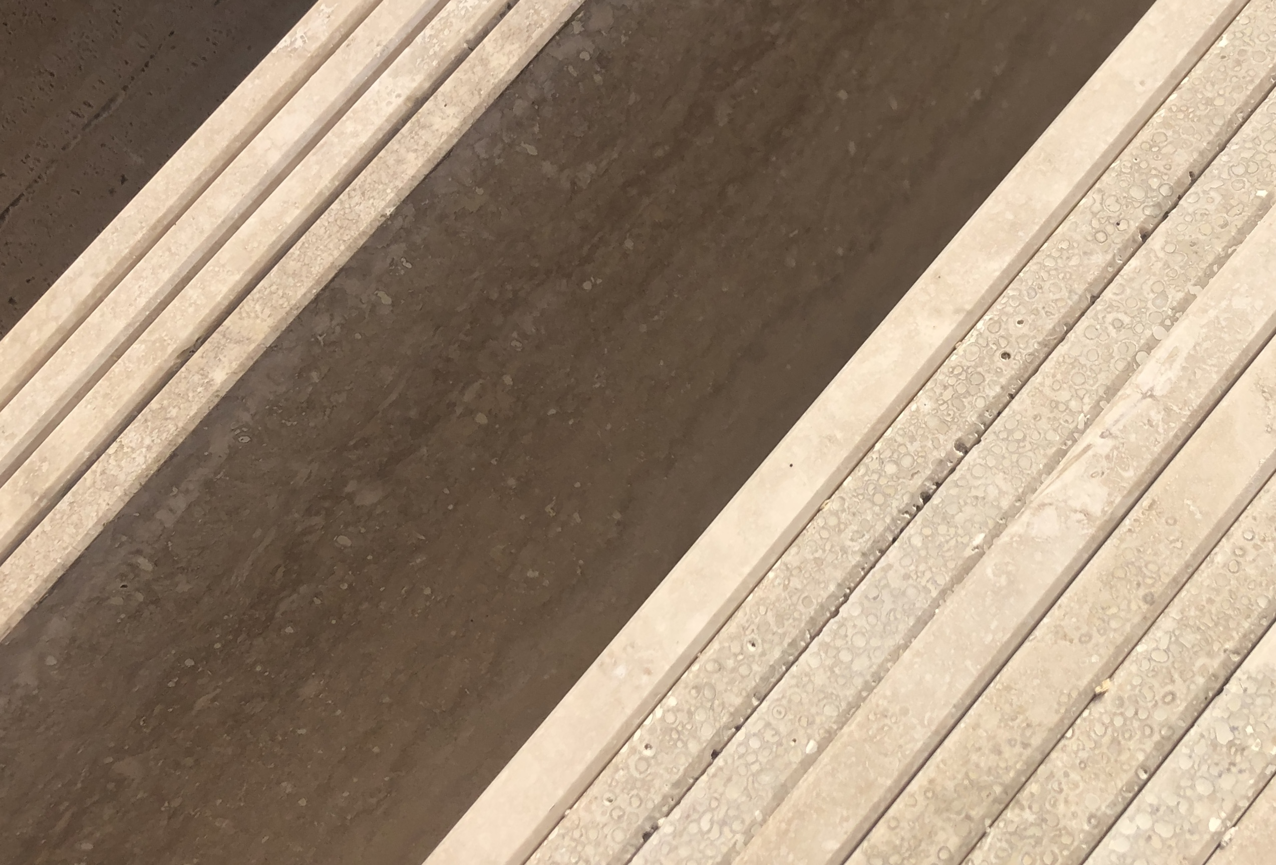 2cm vastagságú Travertin matt felülettel