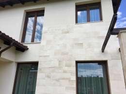 Mészkő homlokzat <br> Családi ház